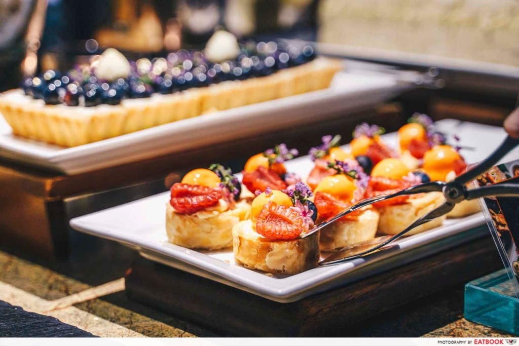 Edge pastry and tarts