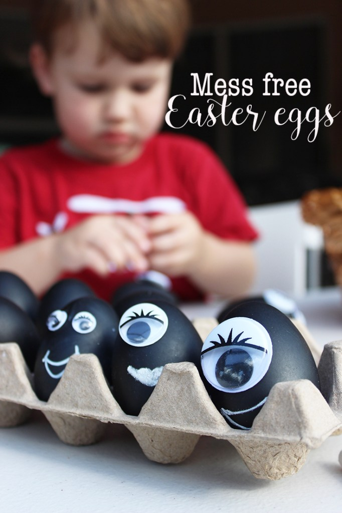 Mess free Easter eggs are toddler friendly! Super easy (and mess free) way to decorate Easter eggs copy