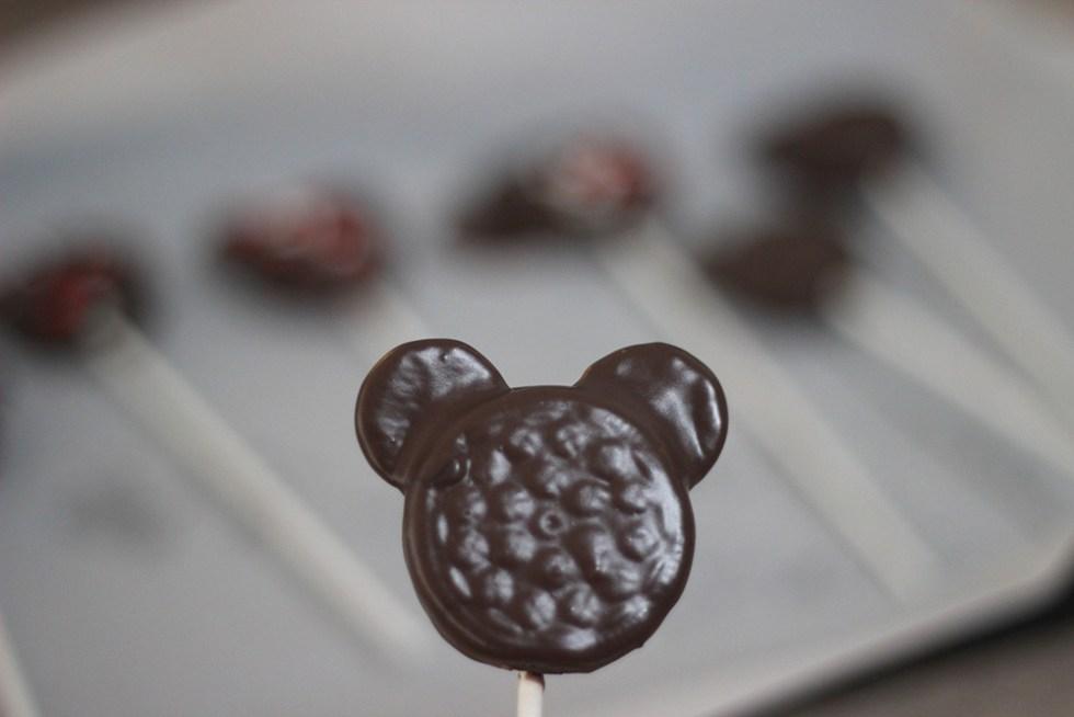 Mickey Mouse Cake Pops #disneykids