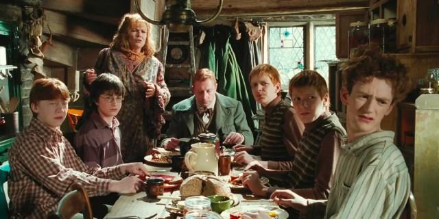 Percy in cucina con la sua famiglia