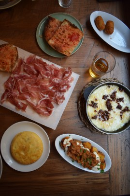 Ibérico (15,5€) | Tortilla hecha al momento (5€) | Provolone con tomate seco y pesto rojo (6,5€)