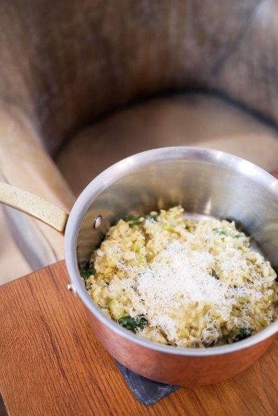 Risotto de alcachofas, espárragos, espinacas, parmesano y aceite trufa - 16,50€