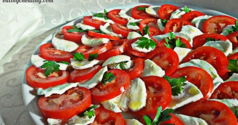 Caprese salad with parsley