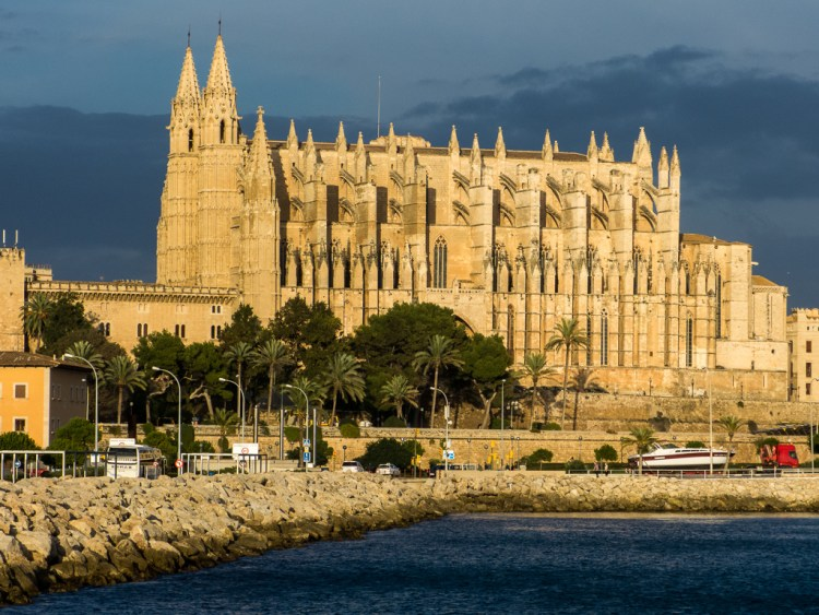 Palma's beautiful cathedral welcomes you to the city
