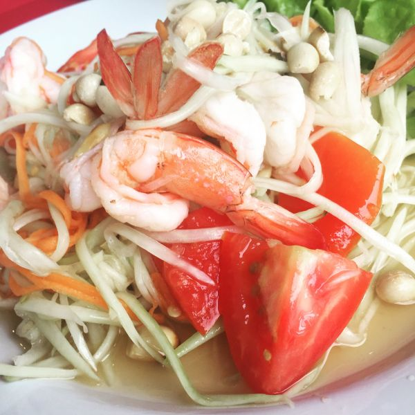 Chaweng Beach: papaya with shrimp