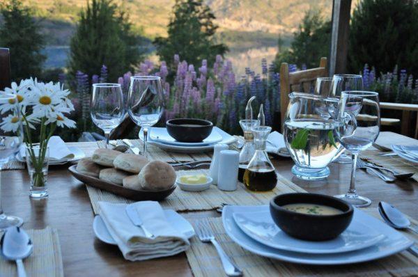 Mallin Colorado lunch in the garden