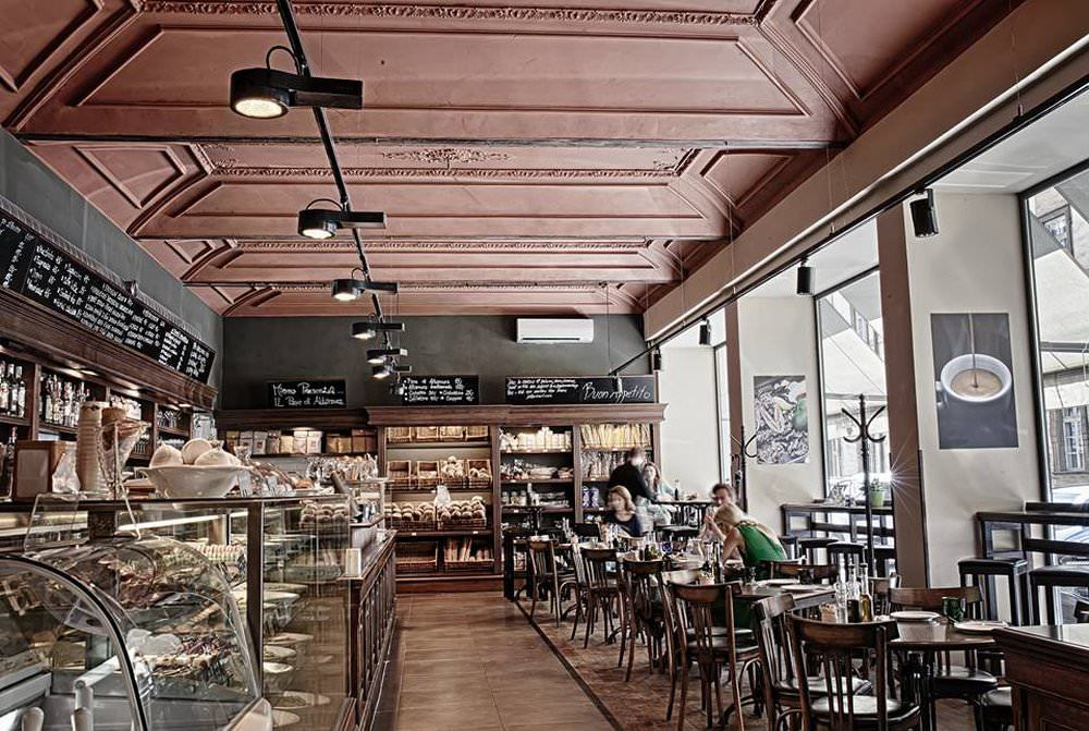 Breakfast treats at la bottega di finestra in central prague - La finestra di fronte musica ...