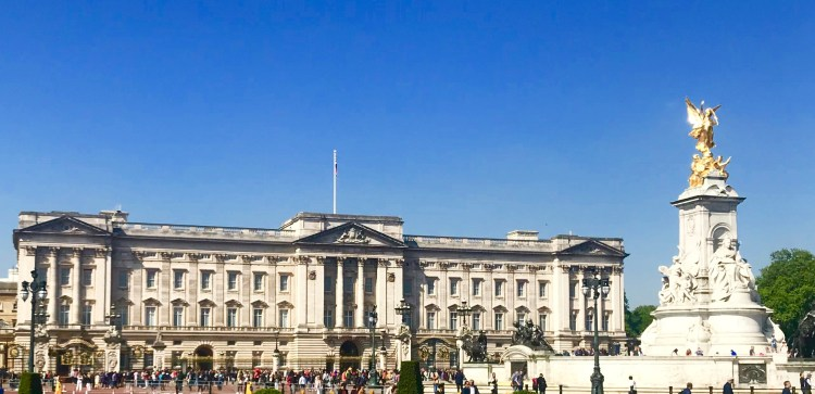 Strawberry tours: Buckingham Palace
