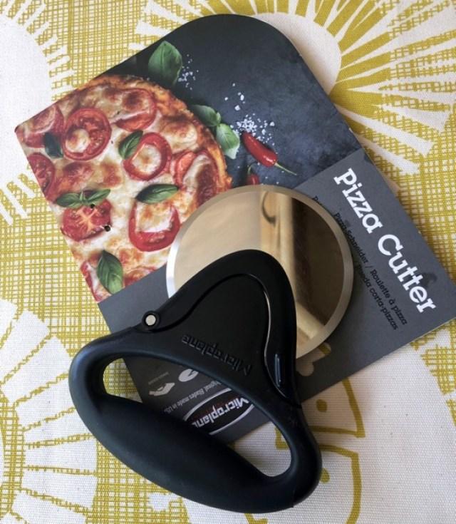 Microplane: pizza cutter