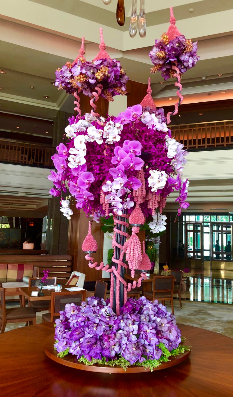 The Peninsula: flowers