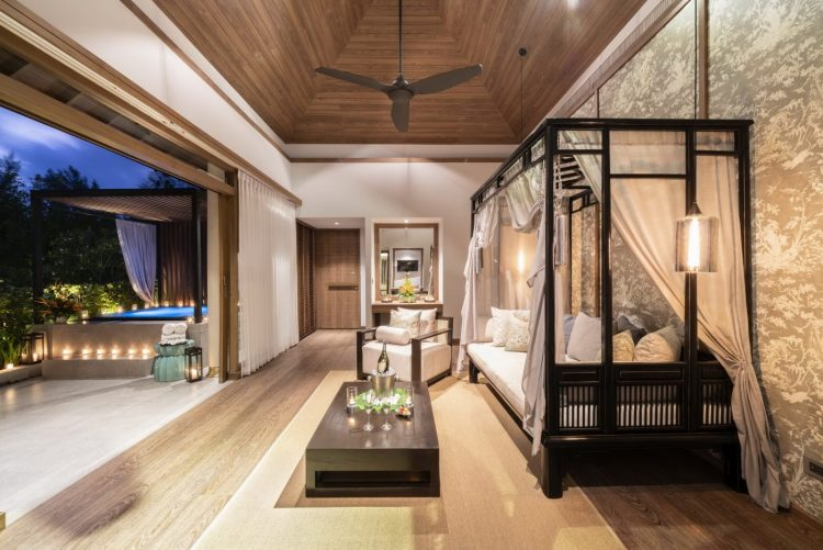 The Sarojin: lounge and jacuzzi