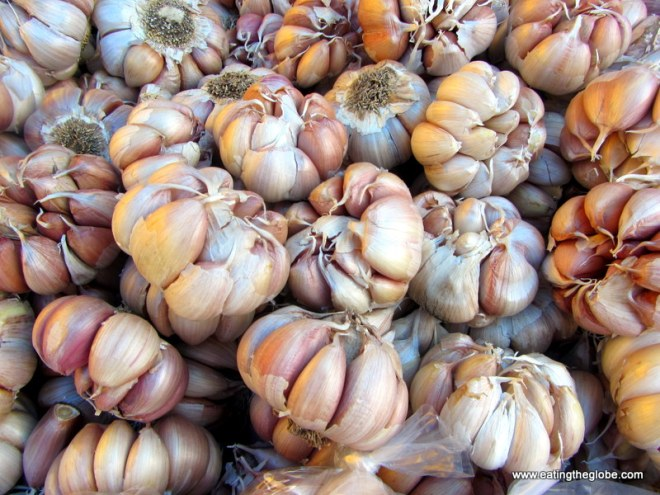 "garlic at Tuesday Market/""El Tianguis"""