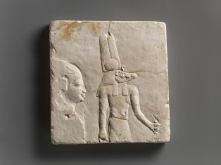 853px-Plaque_with_head_and_shoulders_of_a_priestly_figure _opposite_side_head_of_priestly_figure_and_most_of_a_figure_of_crocodile-headed_god_MET