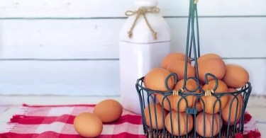 Whole eggs are natural and healthy to eat