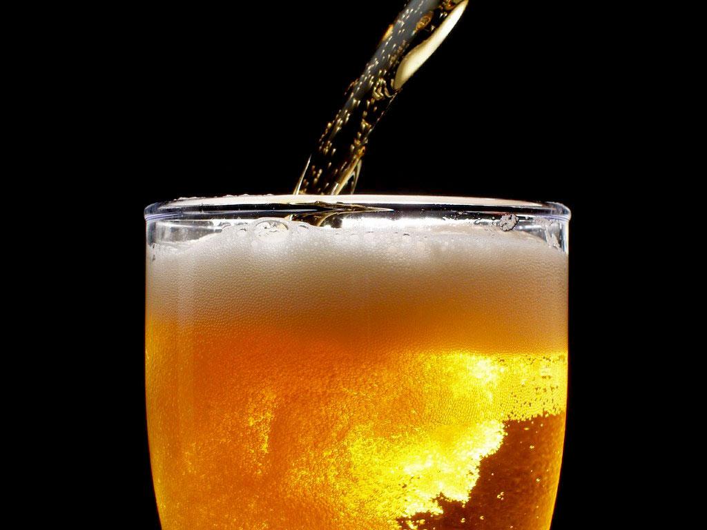 Cientistas criam máquina que transforma urina em cerveja