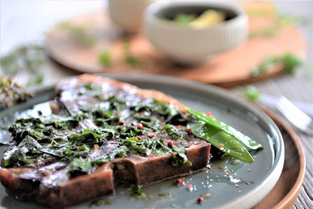 T-Bone Steak mit Beurre Noisette und Kräuter