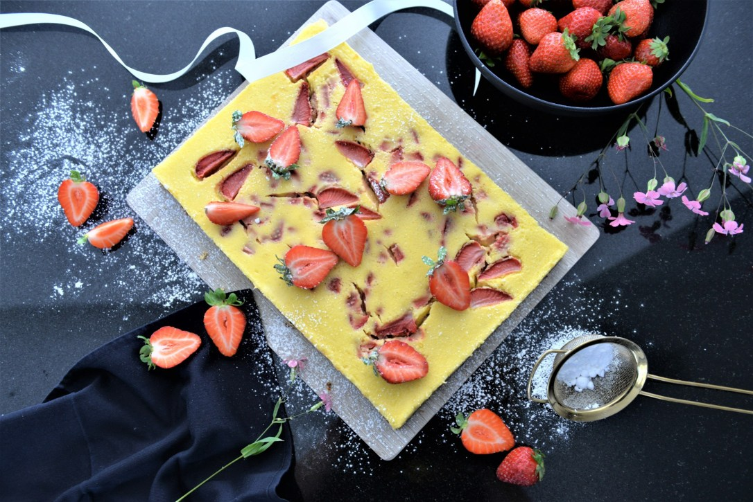 Erdbeer-Cheesecake mit Zitronenmelisse-Gusto