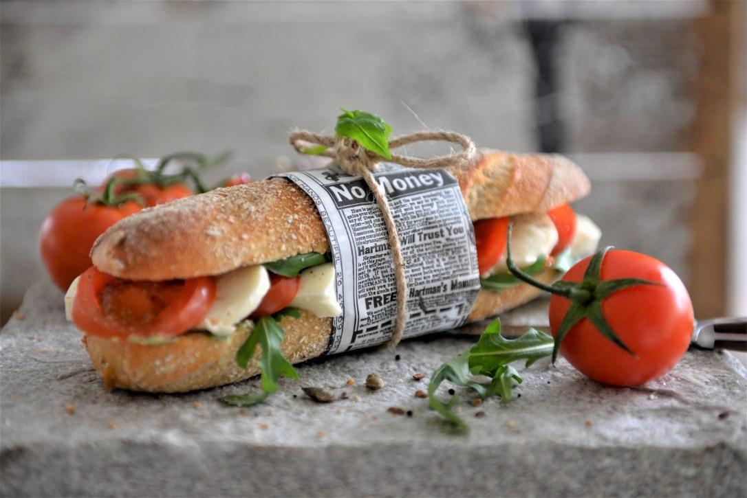 Sandwiches mit Tomaten und Mozzarella