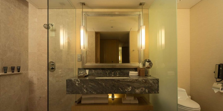 deluxe-bathroom-1920x960
