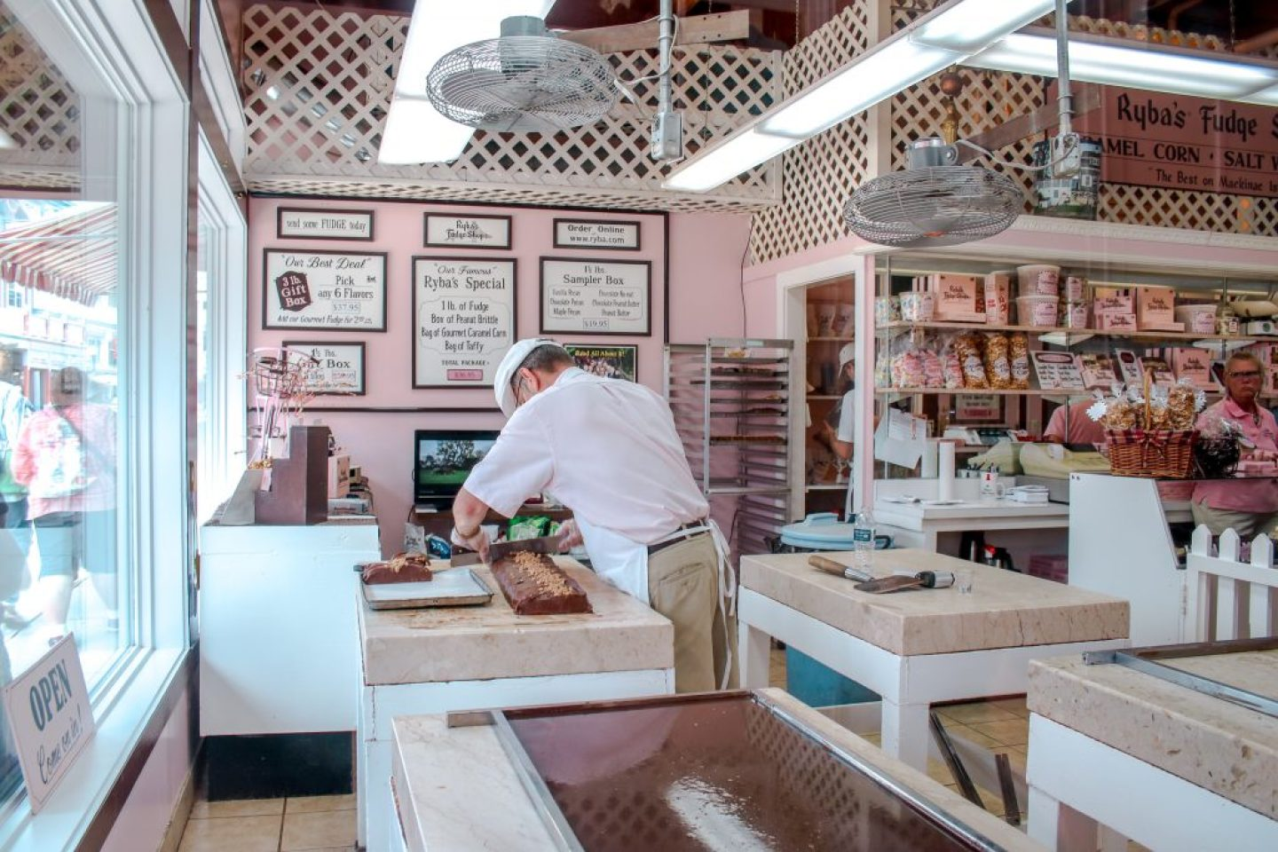 Mackinac Island Fudge: history, vendors, flavors, and locations you can find one of my favorite sweet treats!