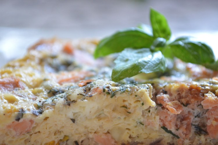 Frittata z wędzonym łososiem