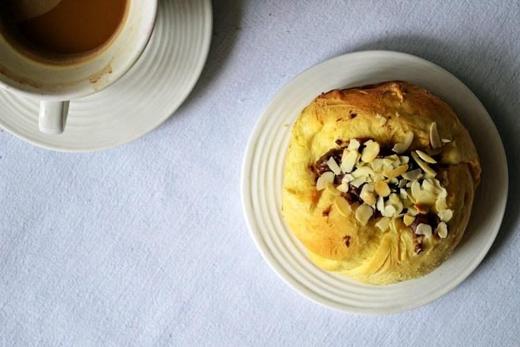 Domowa piekarnia – drożdżówki z nutellą i migdałami