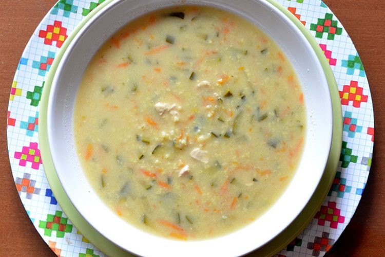 Lekka zupa cytrynowa z ryżem, kurczakiem i cukinią