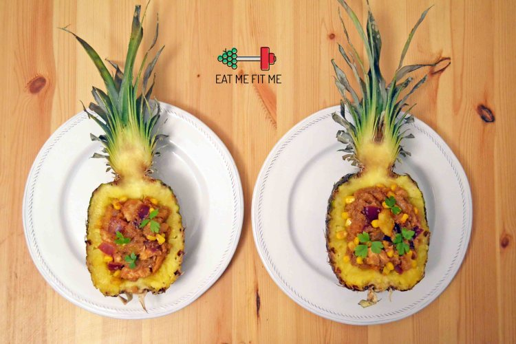 Aromatyczny kurczak w ananasie, czyli pomysł na lekką, romantyczną kolację