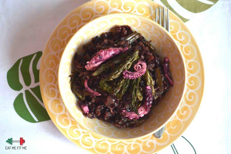 Risotto na czarnym ryżu ze szparagami i marynowaną ośmiornicą