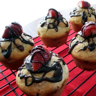 Chocolate-kissed-strawberry-muffins