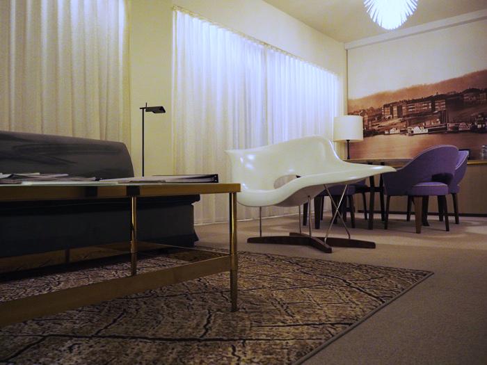 21C Cincinnati Suite sitting room