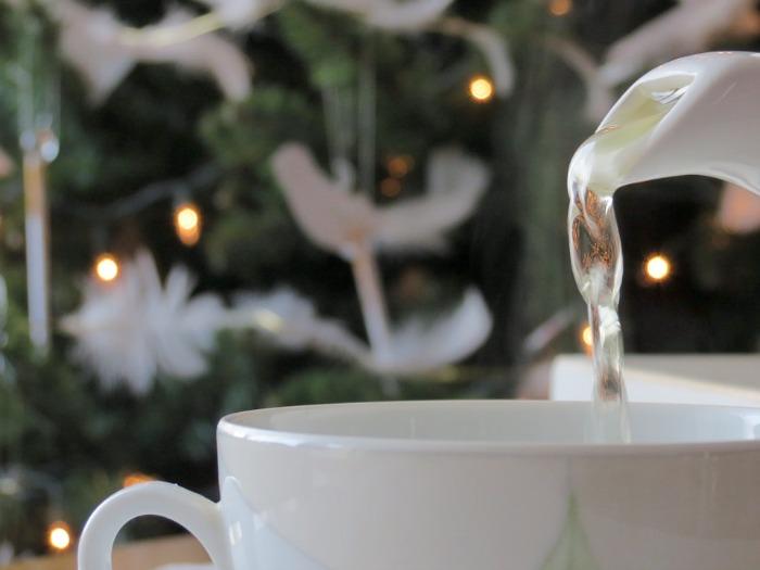 pouring-hot-tea
