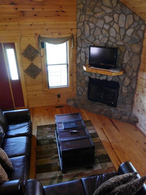 White Oak Lodge Resort cabin living room