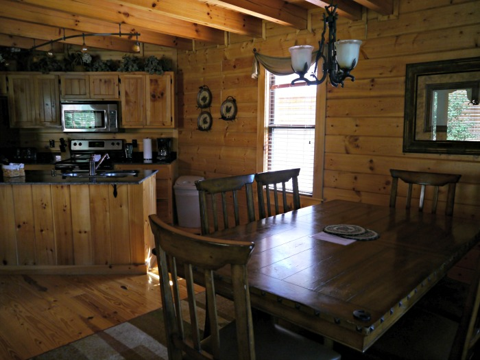 White Oak Lodge Resort kitchen and dining room