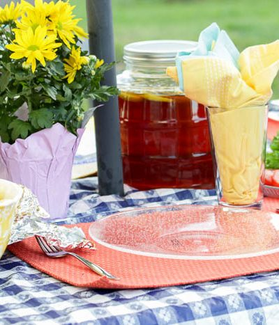 picnic table setting oudoors