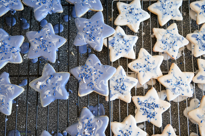 blue and white marbled star cookies