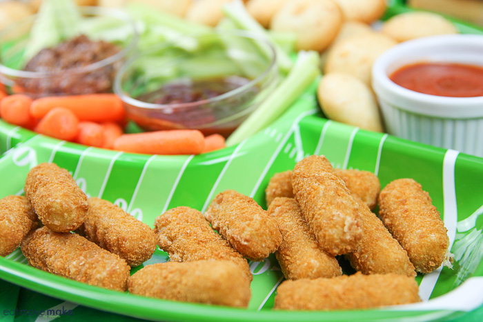 A tray of food on a plate, with Mozzarella sticks