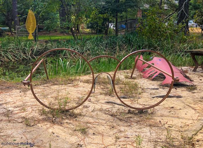 sculpture of eyeglasses