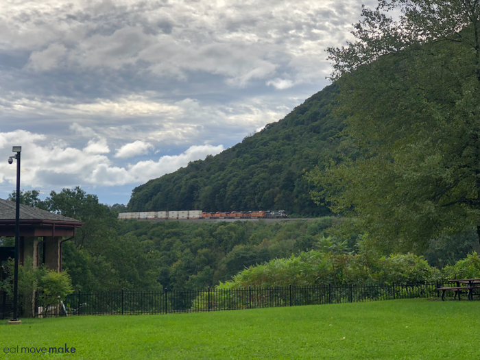 train coming through horseshoe curve