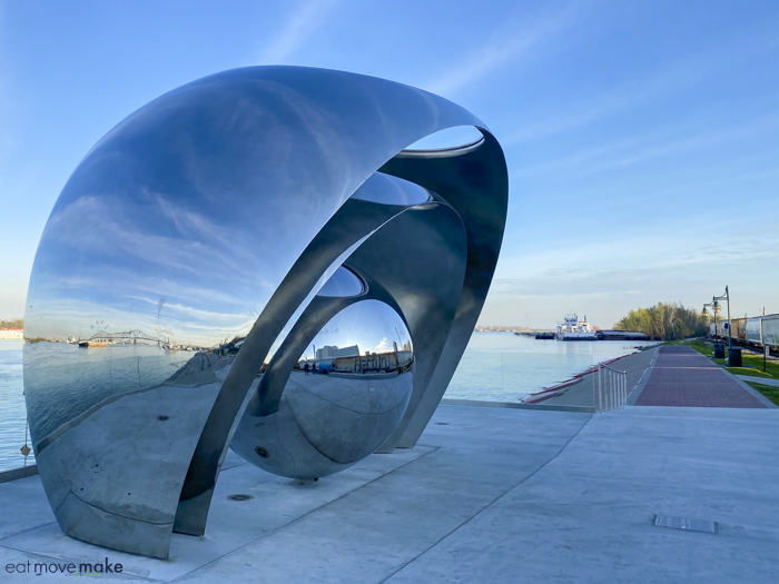 sing the river sculpture in Baton Rouge LA