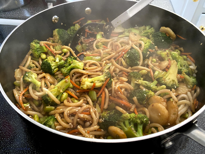 udon noodles with vegetables and soy sauce mixture