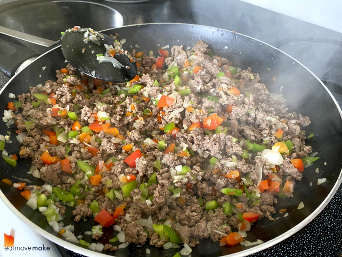 ground beef and peppers in frying pan