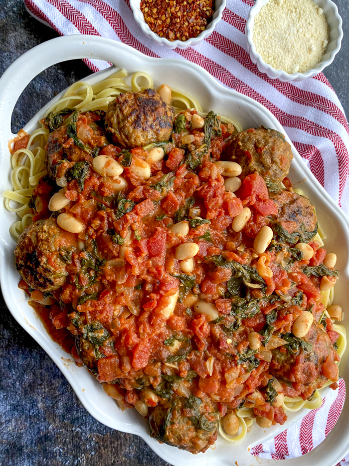 tomato and spinach pasta in serving dish