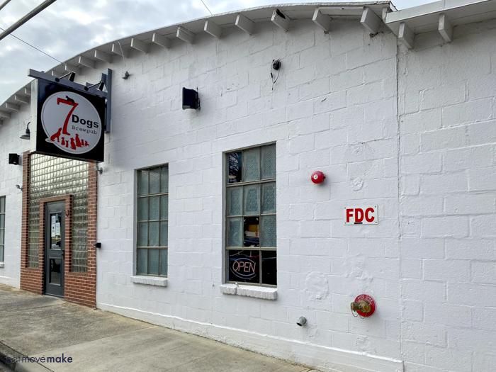 7 Dogs Brew Pub