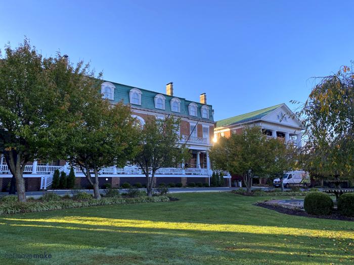Martha Washington Inn front view