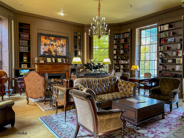 Martha Washington Inn library