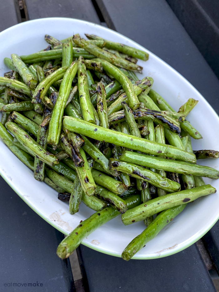 grilled green beans in bowl
