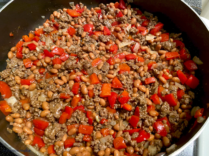 beef, peppers and beans mixture