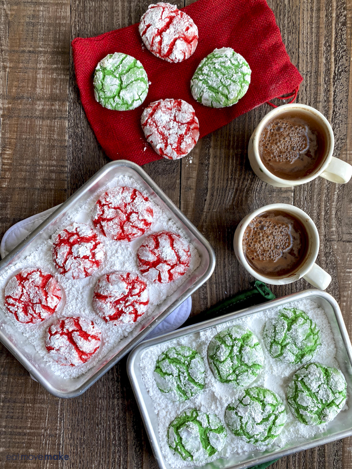 christmas crinkle cookies with hot cocoa