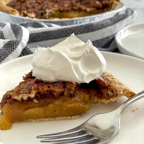 plate of pecan pie